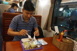 Tạm ngưng phục vụ xuất ăn miễn phí trên tàu dịp Tết