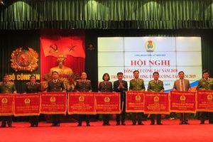 CĐ CAND: Nhiều tập thể được Tổng LĐLĐVN tặng Cờ thi đua và Bằng khen