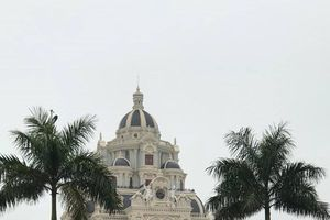 Cận cảnh lâu đài xa hoa nhà cô dâu có đám cưới 200 cây vàng