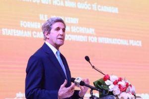 Cựu Ngoại trưởng Mỹ John Kerry: Việt Nam không nên là 'tù nhân' của năng lượng than