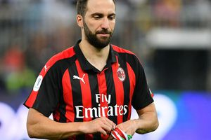 Higuain sẽ đến Chelsea theo dạng cho mượn