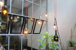Cận cảnh quán cà phê 'độc' nhất Hà Nội làm từ đồ tái chế