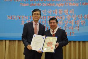 Chủ tịch TP. Hồ Chí Minh nhận Huân chương văn hóa Bogwan