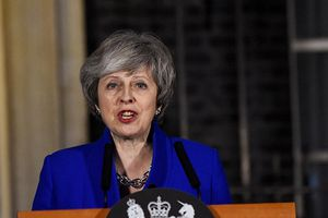 Bà Theresa May vượt qua cuộc bỏ phiếu bất tín nhiệm