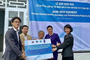 Bàn giao 102 nhà an toàn cho hộ nghèo Phú Yên bị ảnh hưởng bởi bão Damrey