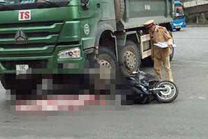 Cháu bé 2 tuổi tử vong thương tâm dưới gầm xe tải