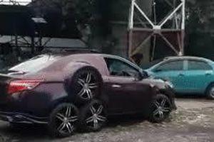 Độc đáo có một không hai Toyota Vios 8 bánh chạy bon bon