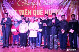 Đảng ủy Khối cơ quan tỉnh trao quà Tết ở huyện Tân Kỳ