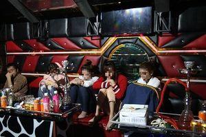 Bắt khẩn cấp mỹ nữ cùng nam thanh niên tổ chức 'tiệc' ma túy trong quán karaoke