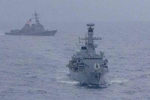 Khu trục Mỹ USS McCampbell diễn tập chung với tàu Anh trên Biển Đông
