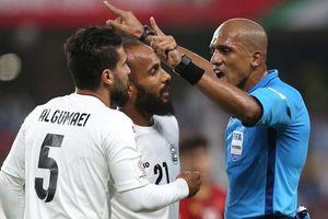 Sau một trận đấu, Ahmed Al-Kaf trở thành trọng tài 'vạn người mê'