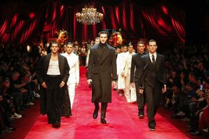 Dolce & Gabbana đem bích họa La Mã phù đầy lên trang phục Thu-Đông Nam 2019