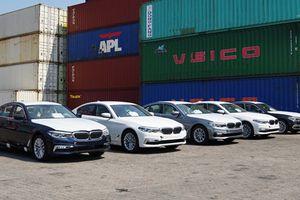 Bộ đôi BMW 5-Series thế hệ mới đầu tiên cập cảng Việt Nam