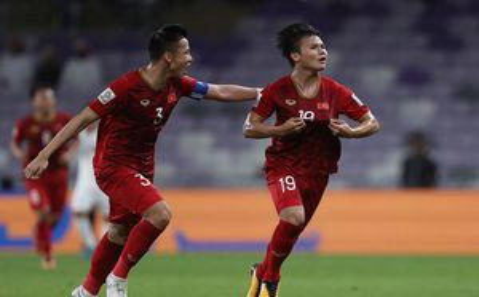CĐV Châu Á trầm trồ: 'ĐT Việt Nam là siêu nhân, bàn thắng của Quang Hải như Messi đá phạt'