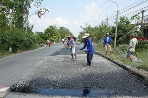 Duy tu, bảo dưỡng nhiều tuyến đường phục vụ người dân đi lại dịp Tết Nguyên đán