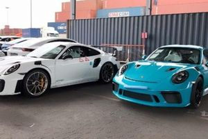 Sài Gòn: Lại về thêm một cặp Porsche 911 GT2 RS và GT3 RS chính hãng siêu mạnh mẽ