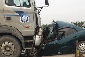 Nam Định: Đấu đầu với xe đầu kéo, tài xế xe con tử vong tại chỗ