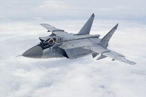 Xem tiêm kích MiG-31BM diễn tập đánh chặn trên tầng bình lưu