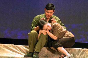 Vở kịch hát 'Hoa lửa Truông Bồn': Nhớ về thời cha anh đã từng sống và chiến đấu