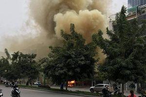 Cháy quán cháo, khói bốc mù mịt trên đường Nguyễn Văn Huyên