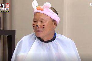 Thầy Park đeo tai thỏ, vẽ râu trên sóng truyền hình Hàn Quốc