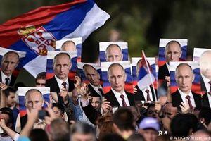 Tổng thống Putin được chào đón như 'siêu sao' ở Serbia