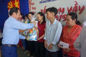CĐ Bộ NNPTNT và CĐ Vinafood 2 chia sẻ với công nhân tại Cà Mau