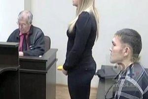 Bị bạn gái đâm 13 nhát suýt chết, vẫn cầu hôn ngay tại tòa