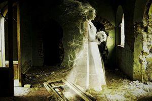 Chuyện hãi hùng váy cưới bị 'ám' bởi linh hồn trinh nữ