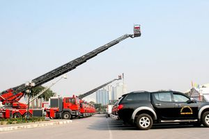 Xe chữa cháy Bộ Công an nhận từ Hàn Quốc có gì đặc biệt?