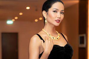 Rời Hoa hậu Hoàn vũ Thế giới 2018, H'hen Niê ngày càng gợi cảm