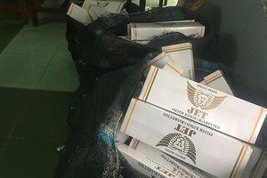 Phát hiện gần 1.800 bao thuốc lá lậu trên xe khách