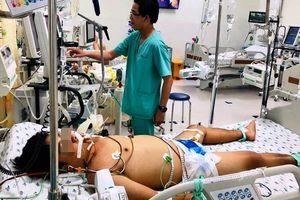 Truyền liên tục 6 lít máu cho bé trai 'muỗi cắn cũng có thể tử vong'