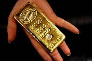 Nhà đầu tư thích cổ phiếu, giá vàng giảm nhẹ
