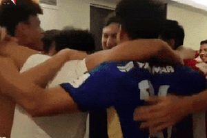 Clip không có trên truyền hình: Đội trưởng Hải 'Quế' và đồng đội hò hét ăn mừng khi tuyển Việt Nam lọt vòng 1/8