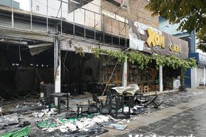Hà Nội: Cháy lớn thiêu rụi căn nhà số 8 Nguyễn Văn Huyên