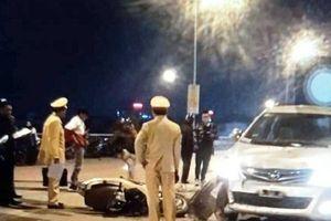 Xe Innova gây tai nạn liên hoàn trên cầu vượt, 4 người nguy kịch