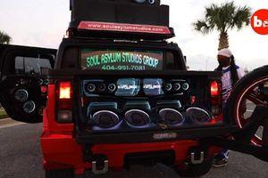 Hummer H2 độ âm thanh khủng hóa 'vũ trường di động'