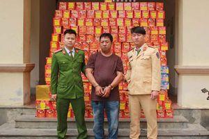 Nghệ An: Đi Trung Quốc chở hàng, 'tiện thể' buôn hơn 4 tạ pháo