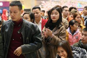 Mặc kệ giá rét, 'biển người' vẫn ùn ùn kéo về vòng casting Thần tượng Bolero mùa 4 tại Hà Nội