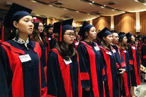 Sinh viên HUFLIT nhận bằng tốt nghiệp trễ 4 tháng vì hiệu trưởng bị miễn nhiệm