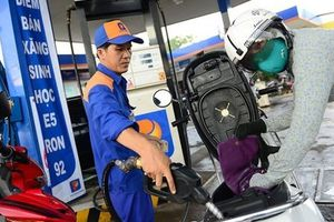 Giá xăng dầu hôm nay ngày 18/1: thế giới đảo chiều giảm nhẹ
