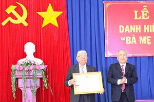 Truy tặng danh hiệu Bà mẹ Việt Nam Anh hùng cho mẹ Dương Thị Tuyết