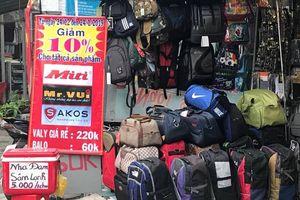 Vali, balô, túi xách... đắt hàng ngày cận Tết