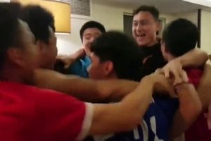 Clip: Cầu thủ ĐT Việt Nam vỡ òa niềm vui khi giành vé vào vòng 1/8 đầy kịch tính