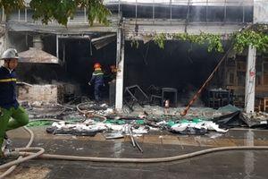 Cháy lớn tại quán ăn trên đường Nguyễn Văn Huyên