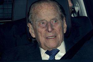 97 tuổi vẫn lái xe ô tô ra ngoài đường, chồng Nữ hoàng Anh bị tai nạn gãy chân vì lý do không ngờ