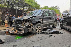 Ford Escape tông liên hoàn trên phố, một người tử vong