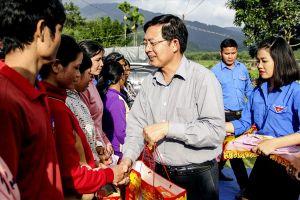Trao 463 suất quà Tết cho người dân nằm trong dự án hồ Đồng Mít