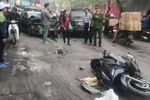 Hiện trường 'xe điên' đâm hàng loạt xe máy, gây chết người ở Hà Nội